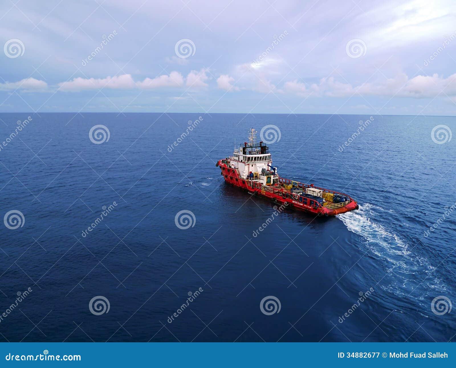 Squadra e barca industriali del rifornimento per petrolio e gas di