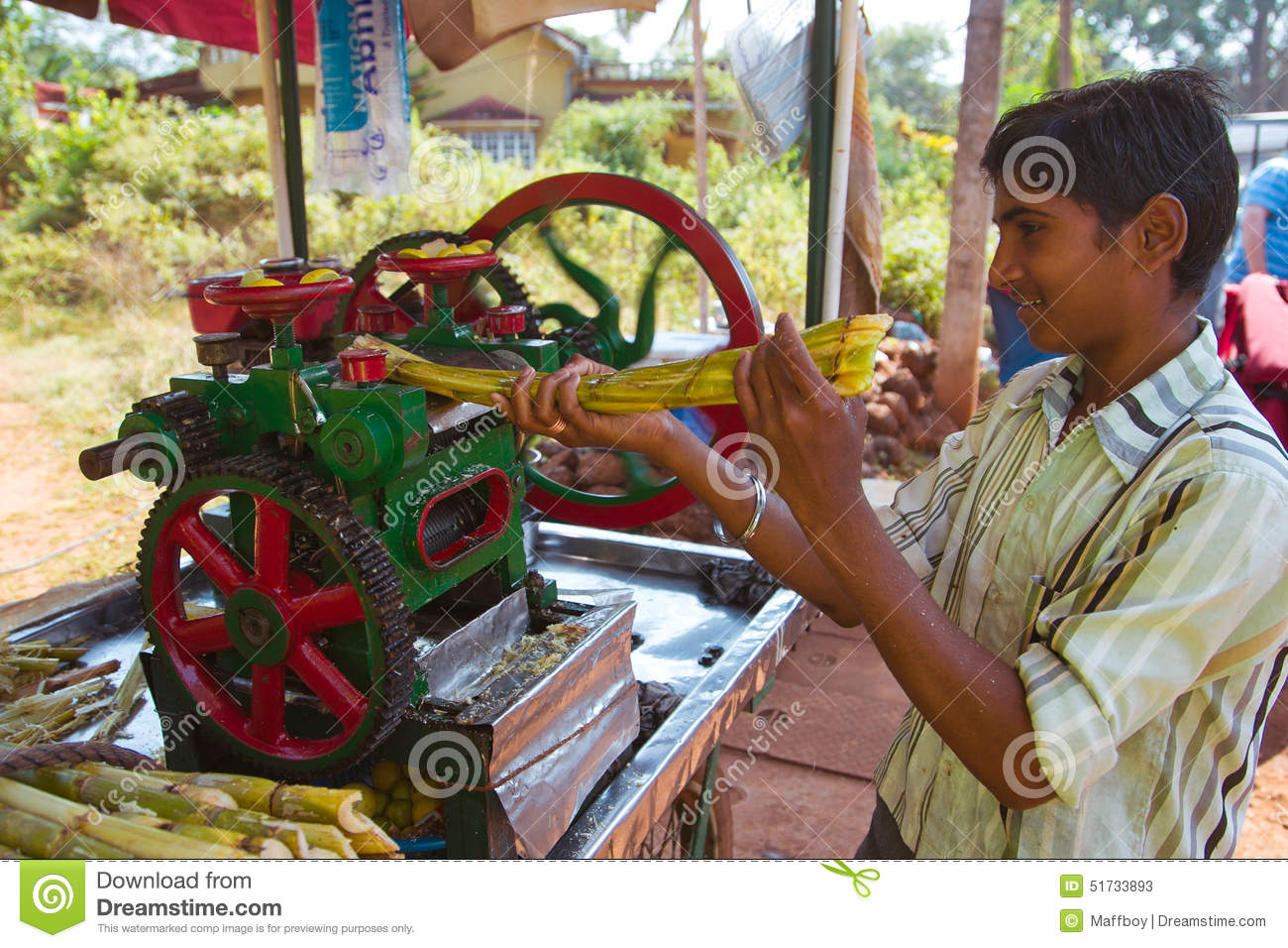 08ff01f687 Squeezing sugar cane juice editorial stock photo. Image of destitute ...