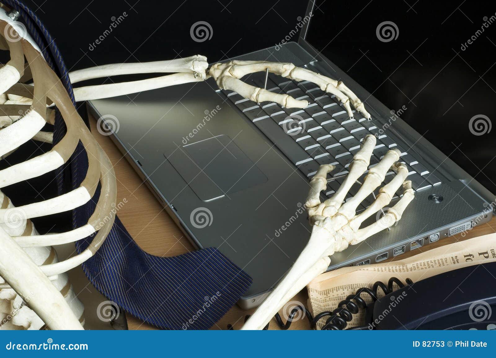 Download Squelette au travail 1 image stock. Image du humain, clavier - 82753