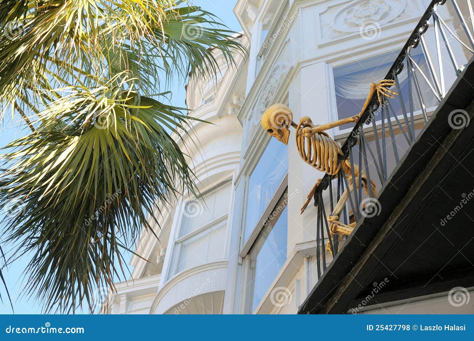 squelette sur le balcon photos libres de droits image 25427798. Black Bedroom Furniture Sets. Home Design Ideas