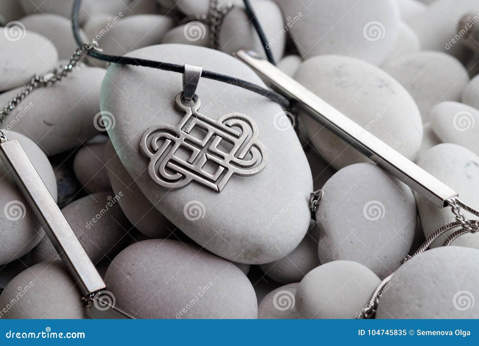 Srebna biżuteria z Celtyckimi projektami