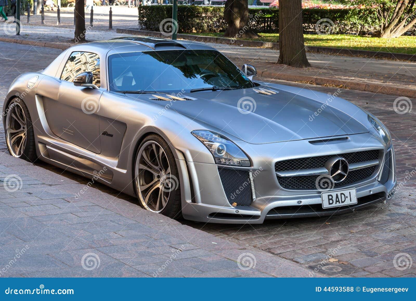Srebna kruszcowa Mercedes-Benz SLS terenówka nastrajał BAJECZNYM projektem