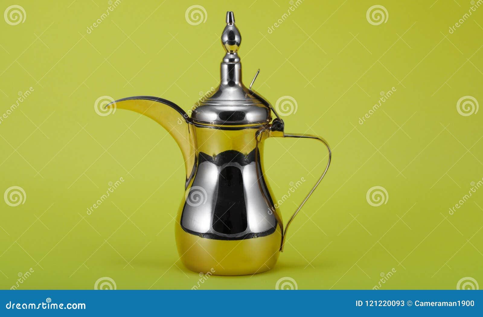 Srebny Arabskiej kawy garnek