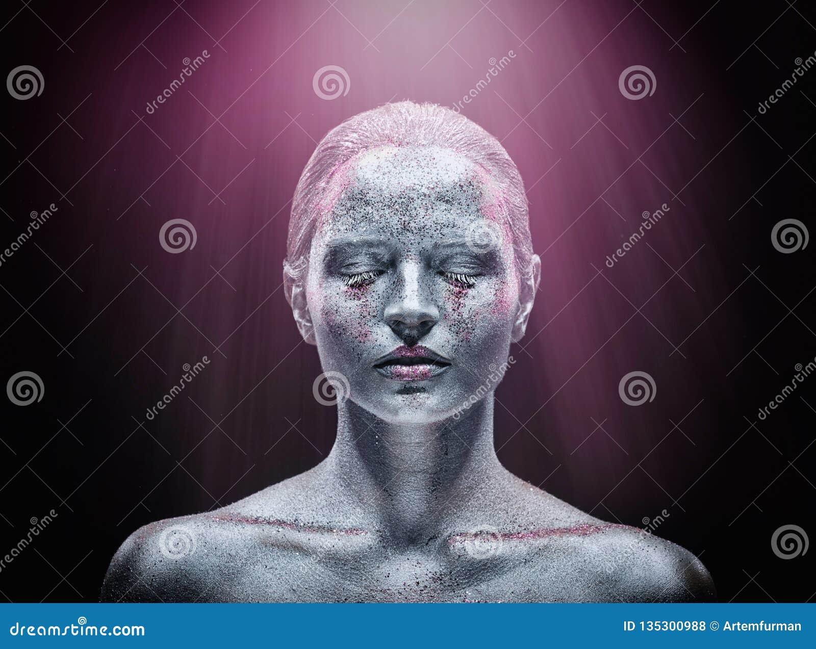 Srebny makeup