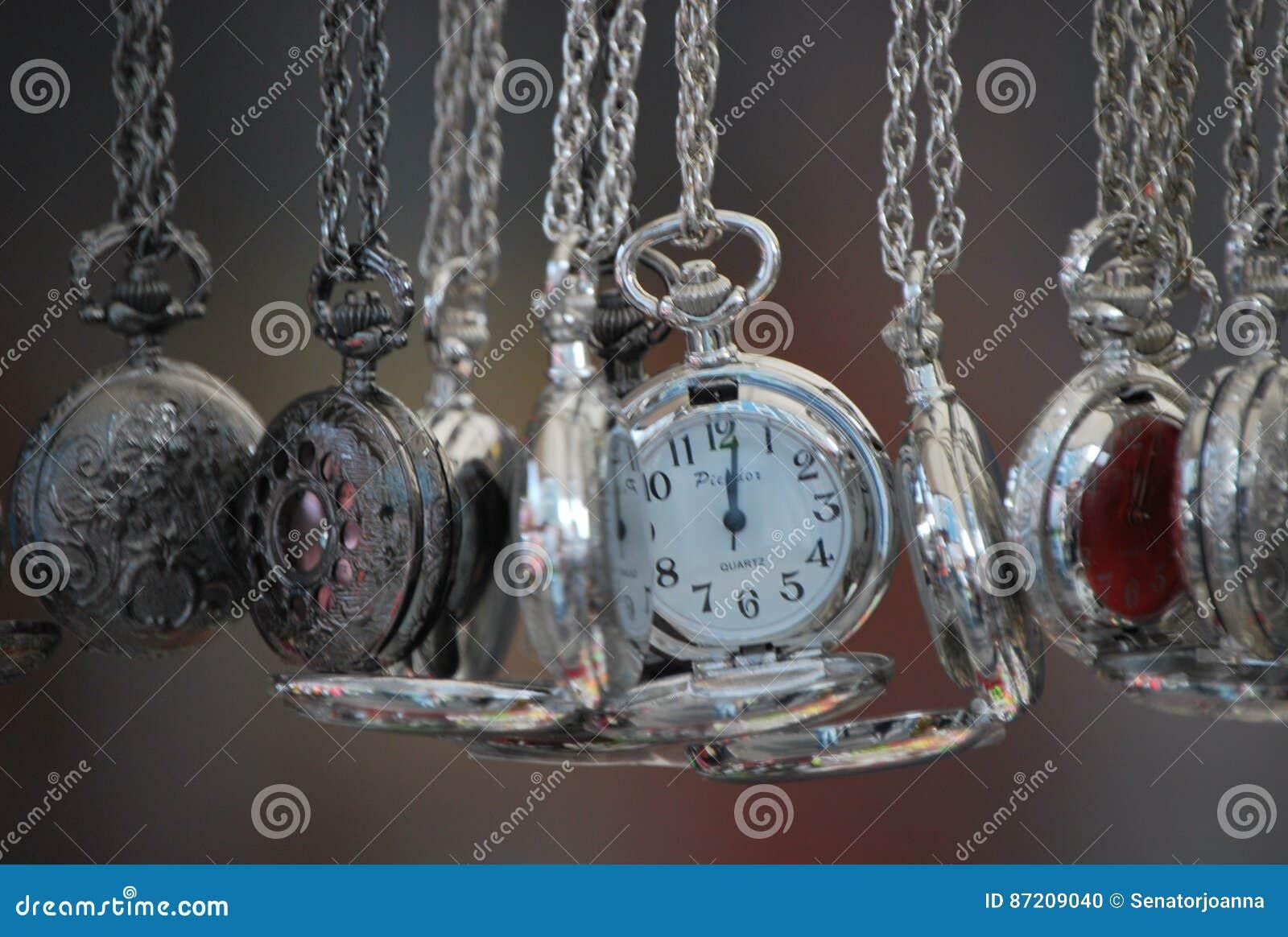Srebro zegarki przy Nothinghill ` s wprowadzać na rynek