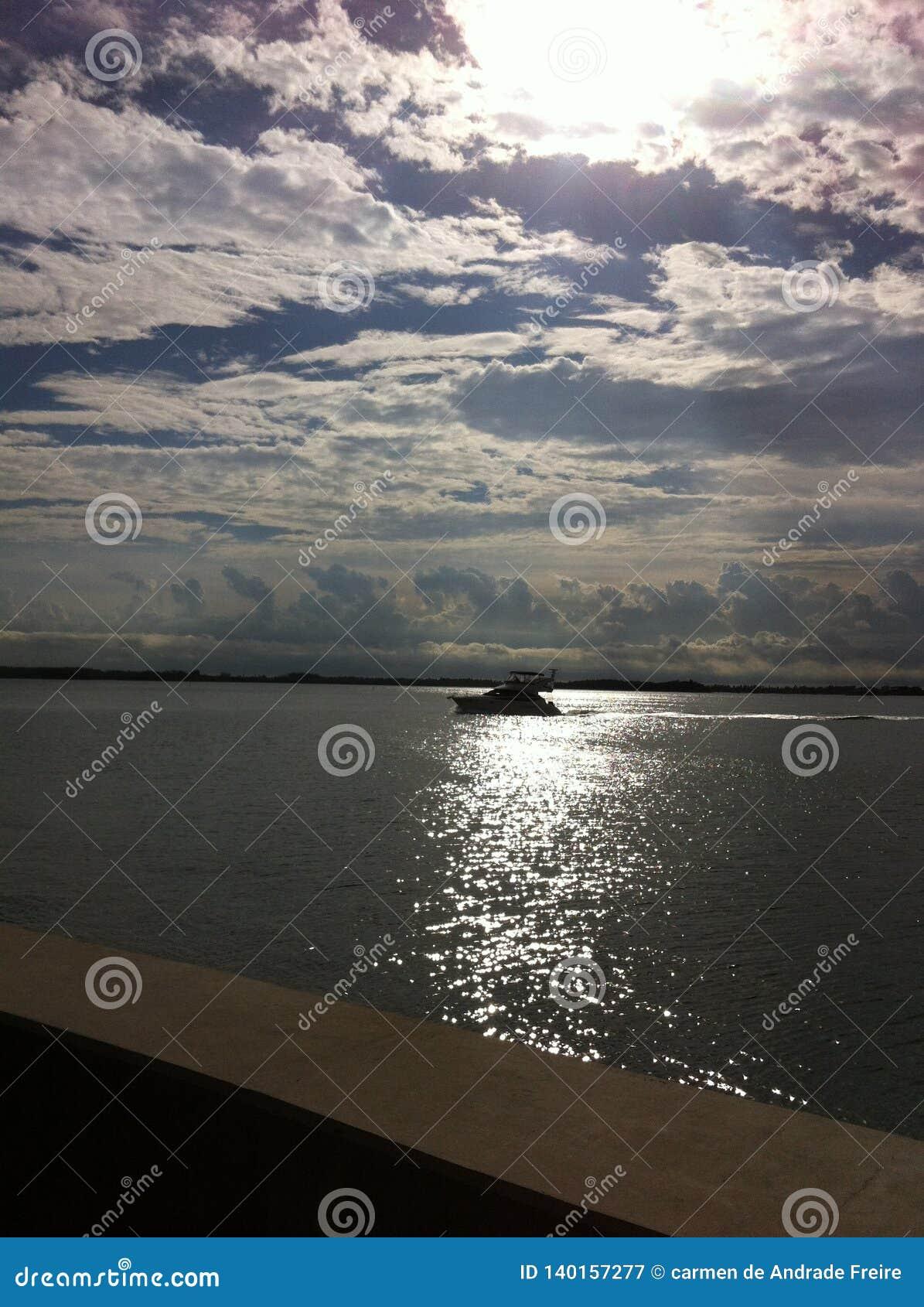 SREBRZYŚCI odbicia W morzu OD BRICKELL klucza