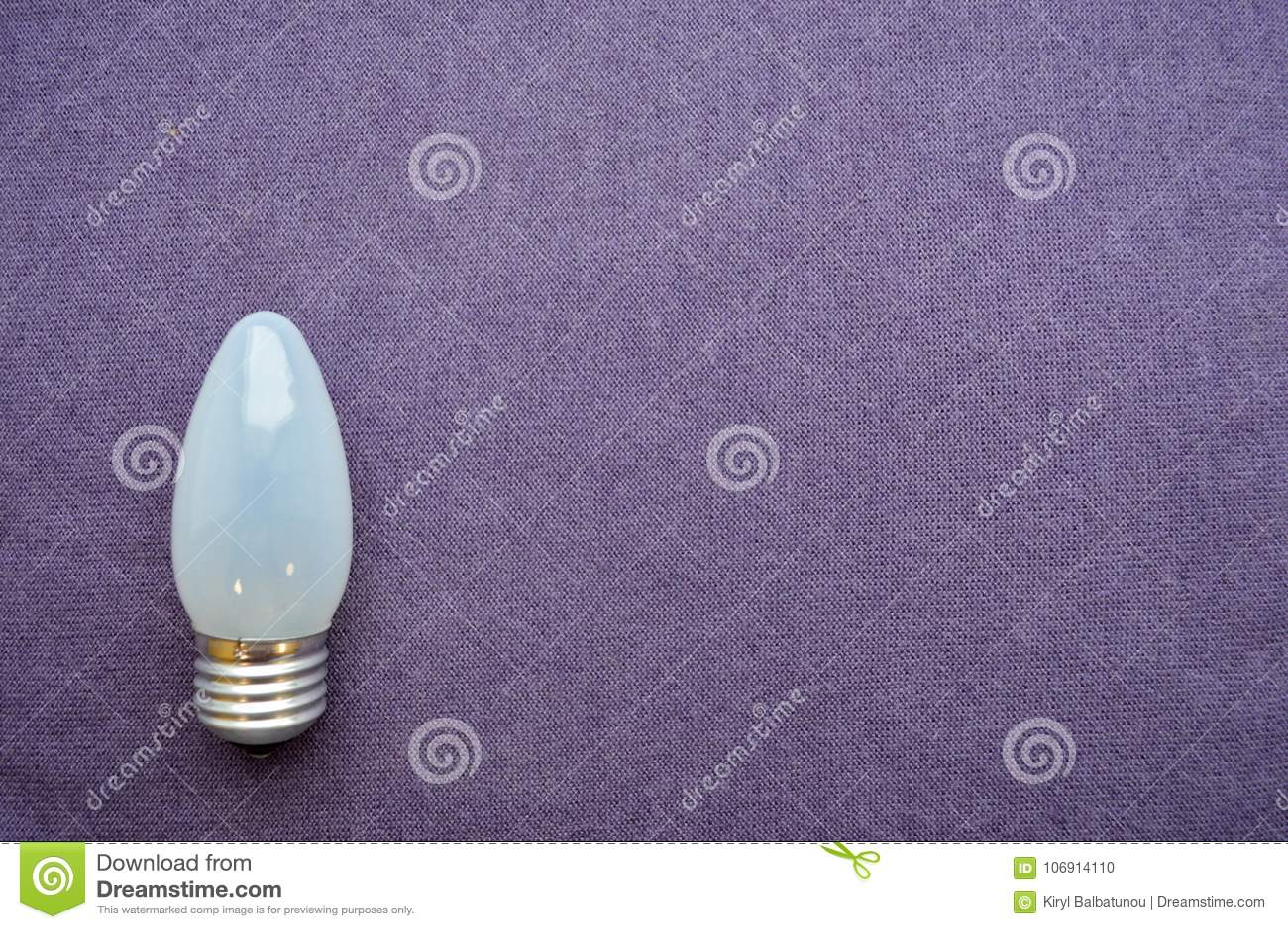 Srebrzysty tło Bożenarodzeniowe dekoracje, lampiony, światła, girlandy, pada łukowatego