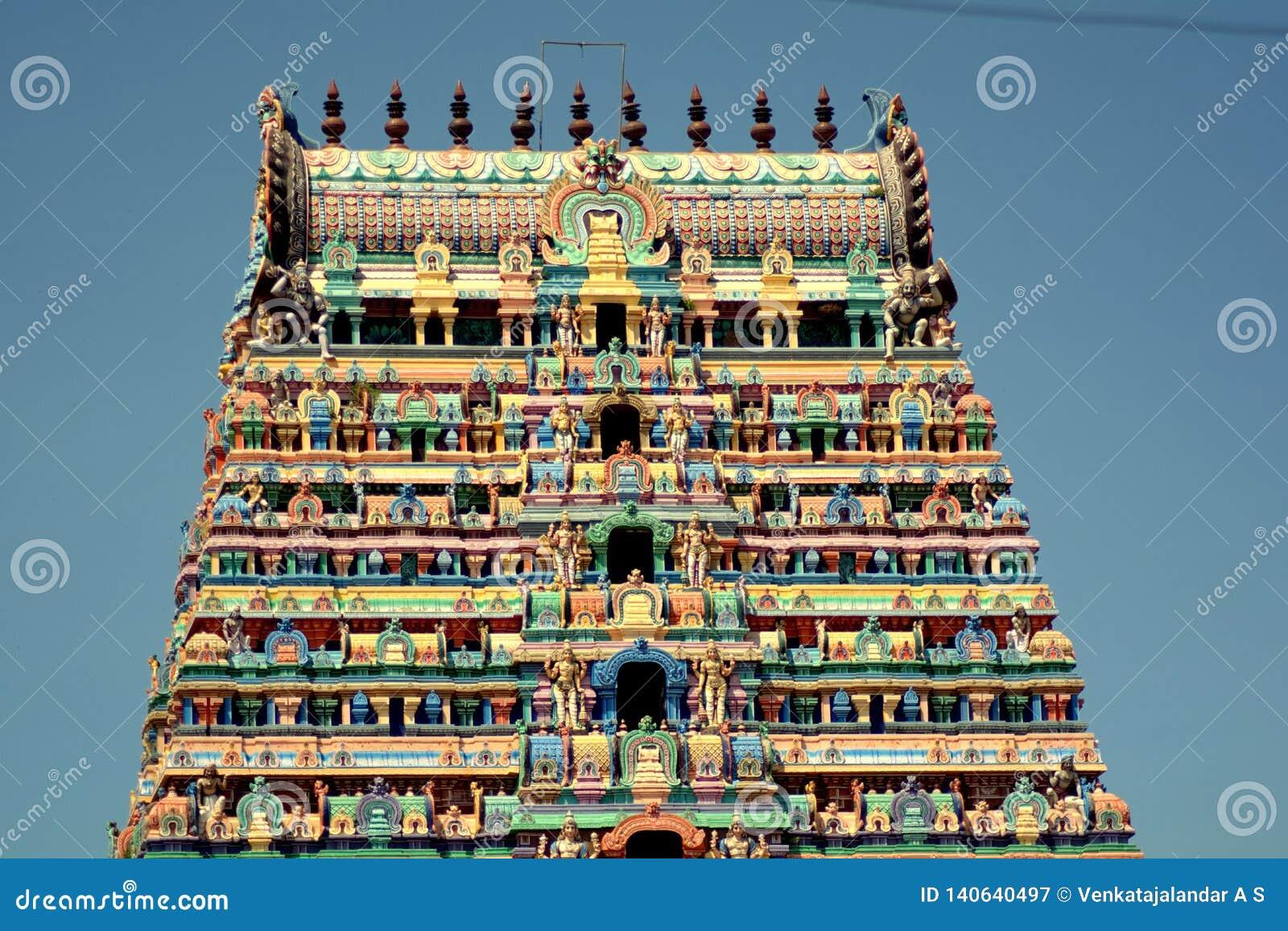 Srimushnam - torre colorida del templo