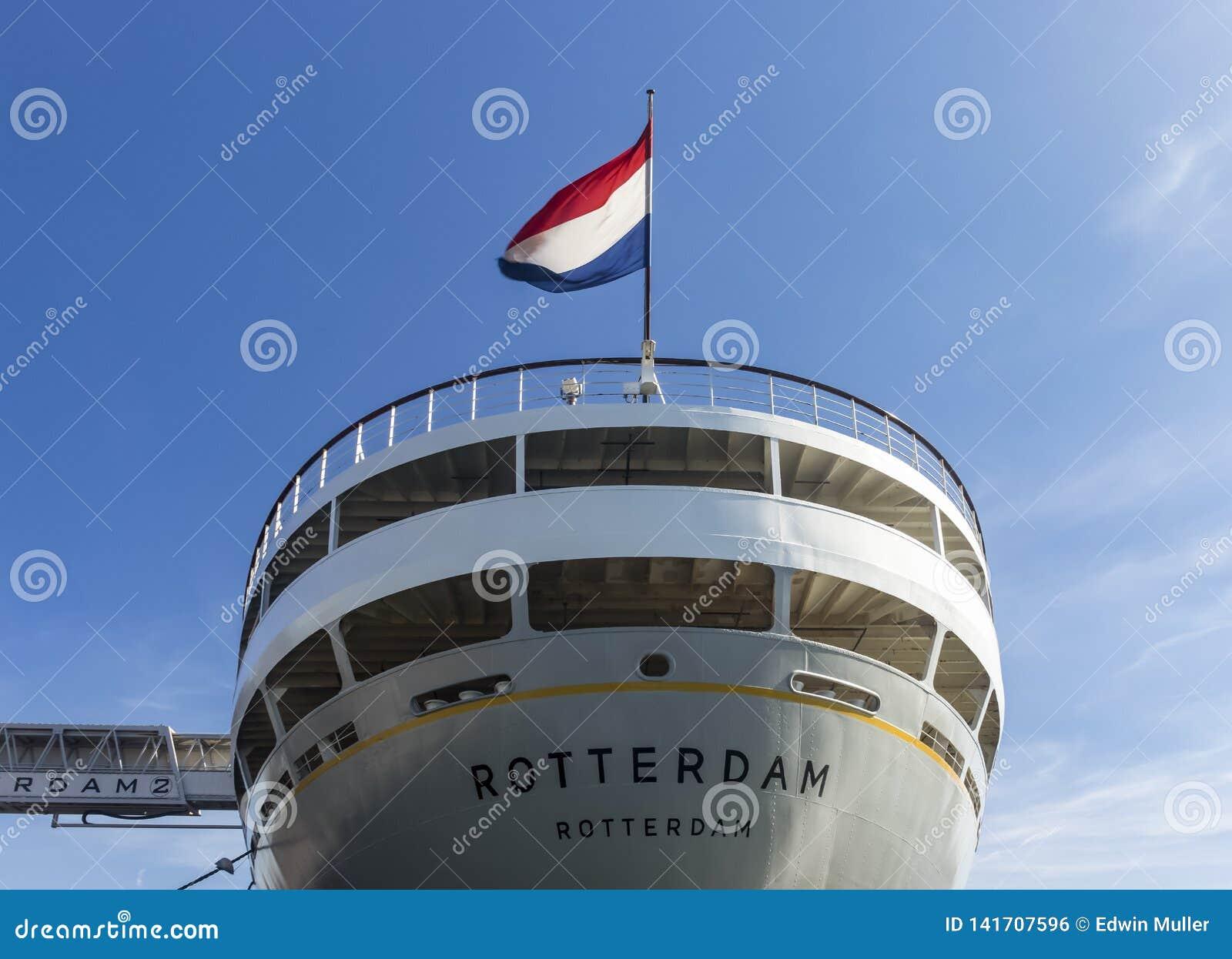 SS Rotterdam na słonecznym dniu