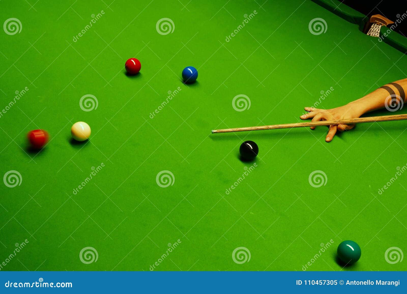 SSnooker tabell och bollar med att slå för spelare