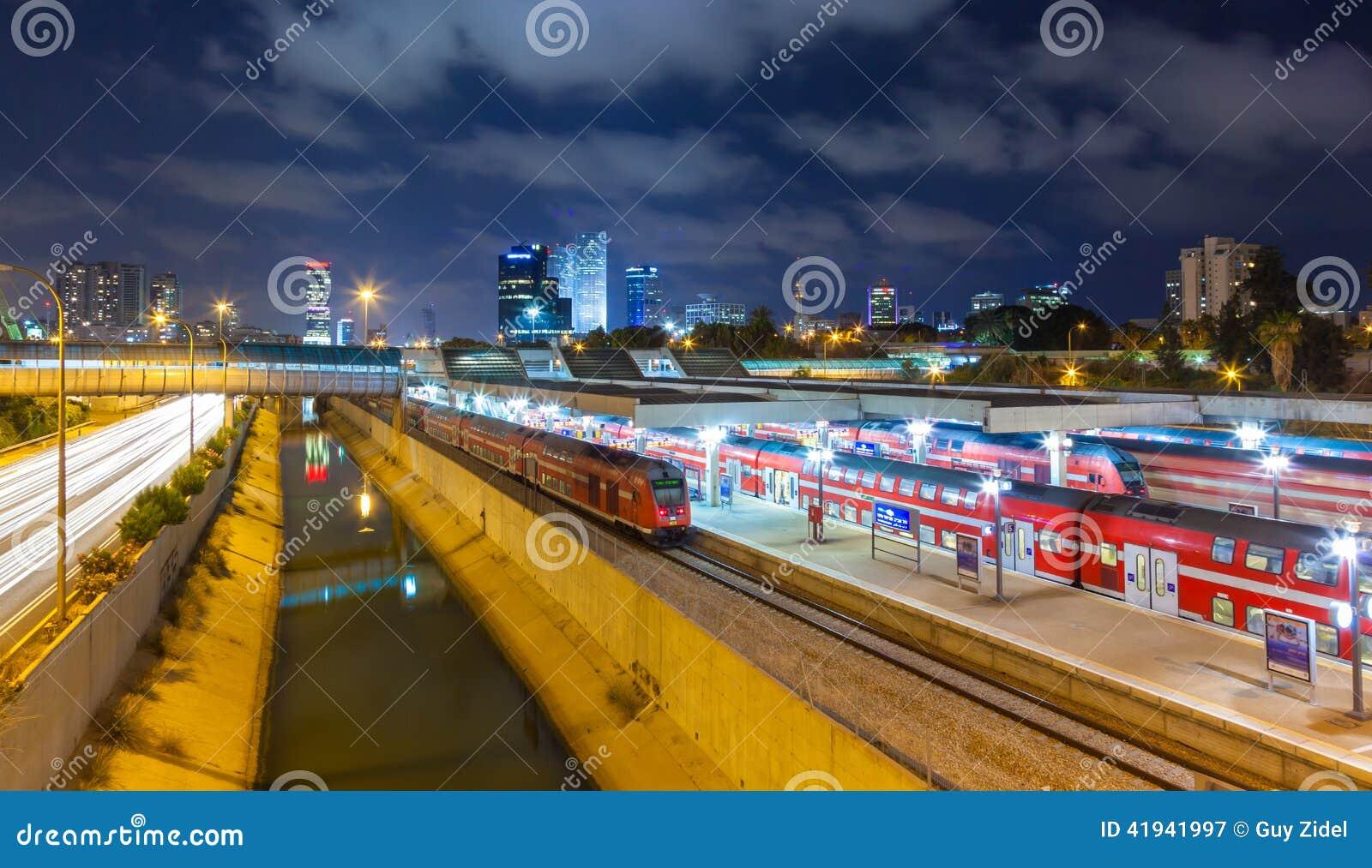 Städtische Nachtansicht von Tel Aviv