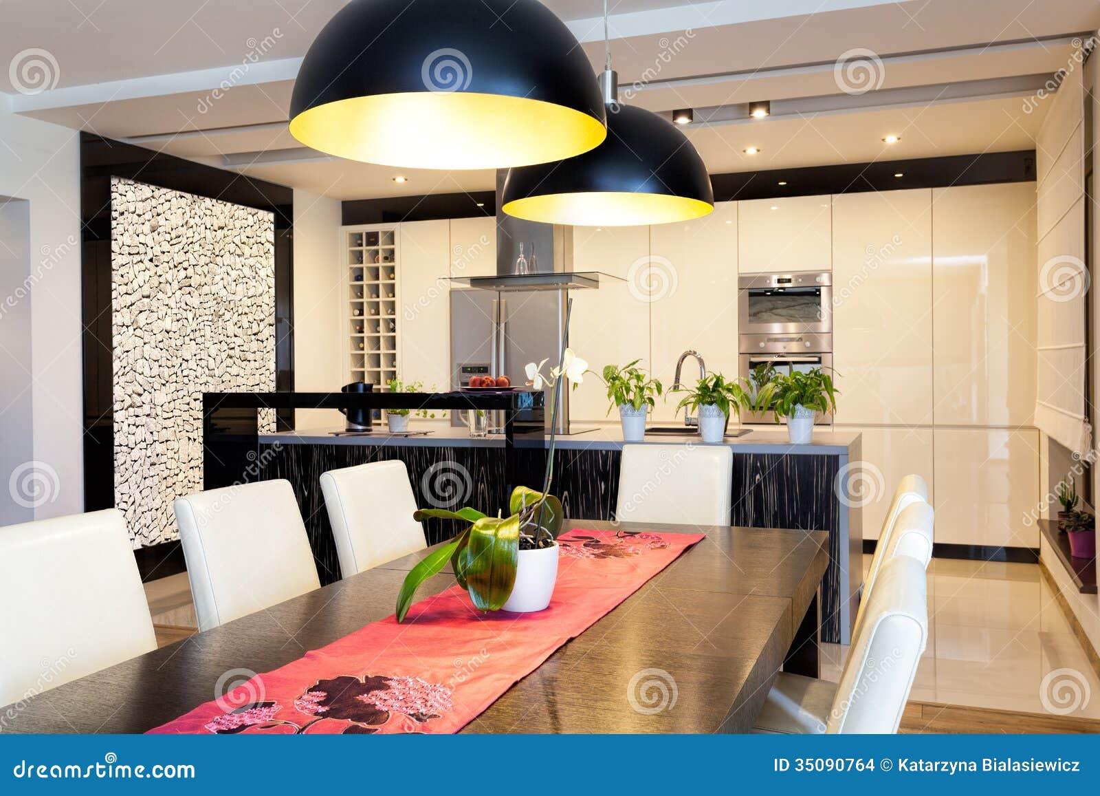 st dtische wohnung k che mit steinwand stockfoto bild von haupt realistisch 35090764. Black Bedroom Furniture Sets. Home Design Ideas