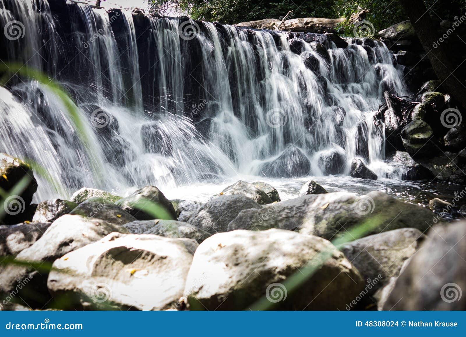 Städtischer Wasserfall