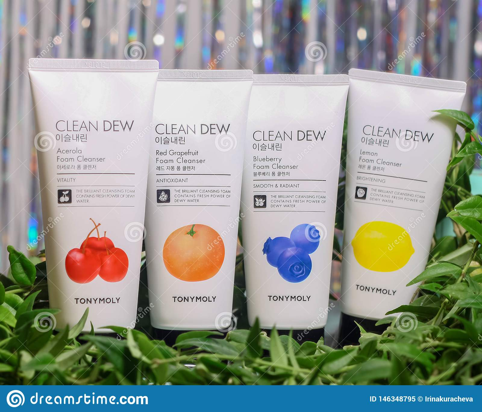 Ställ in av ansikts- rengöringsmedel för normalt, oljigt, kombination och pigmented hud vid det Tony Moly Clean Dew Foam rengörin