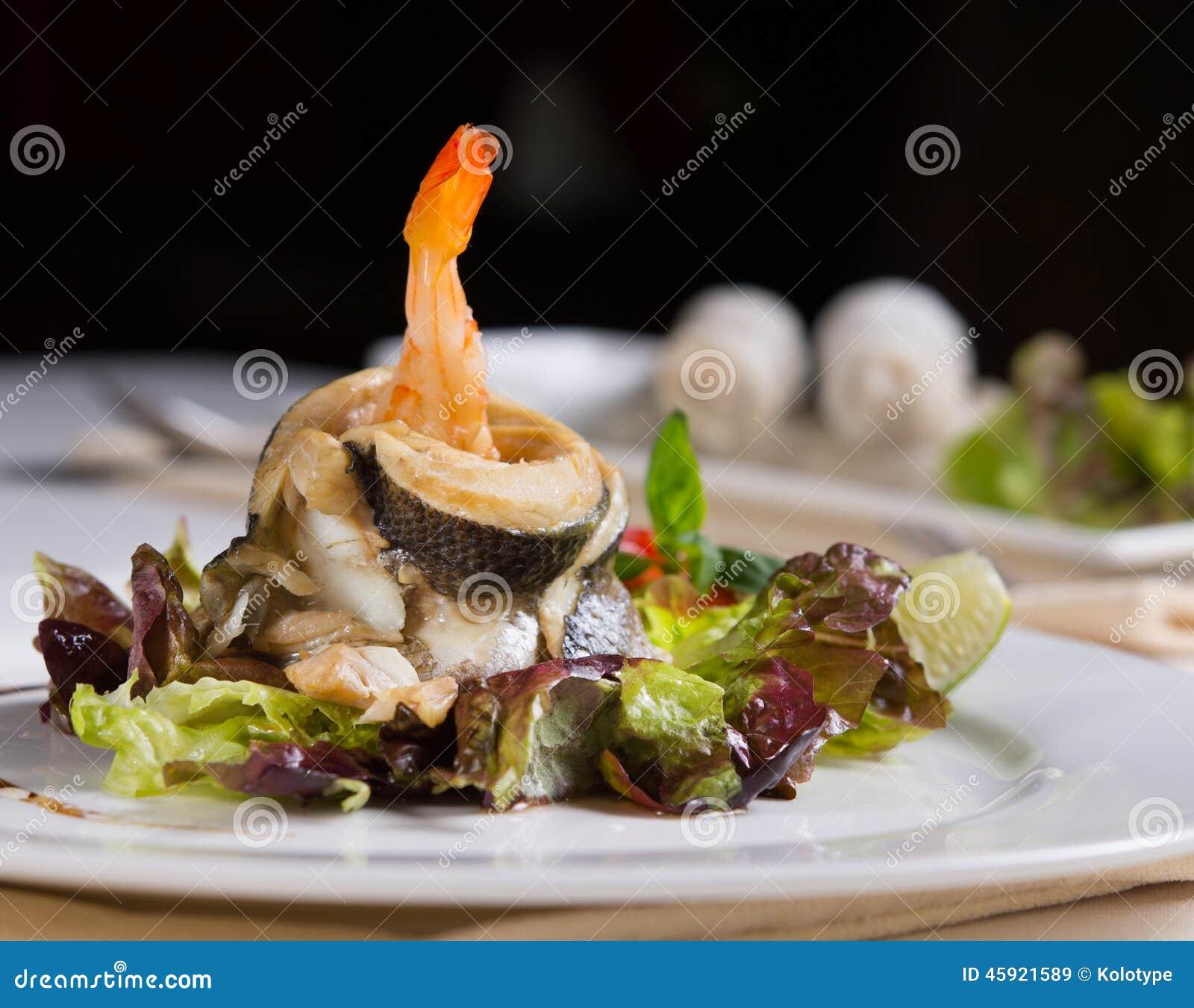 Stäng sig upp aptitretande recept för havsmat på grönsaker