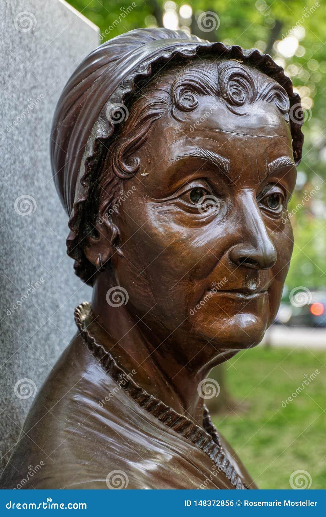 Stäng sig upp av en bronsstaty av Abigail Adams