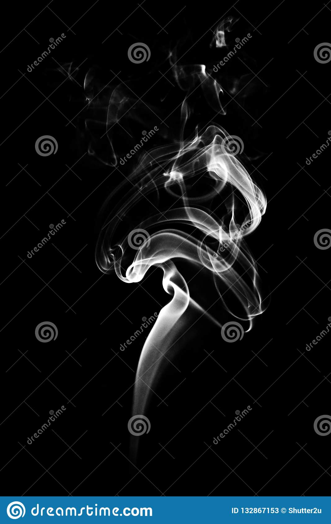Stäng sig upp av vit rök på svart bakgrund Abstrakt och textur