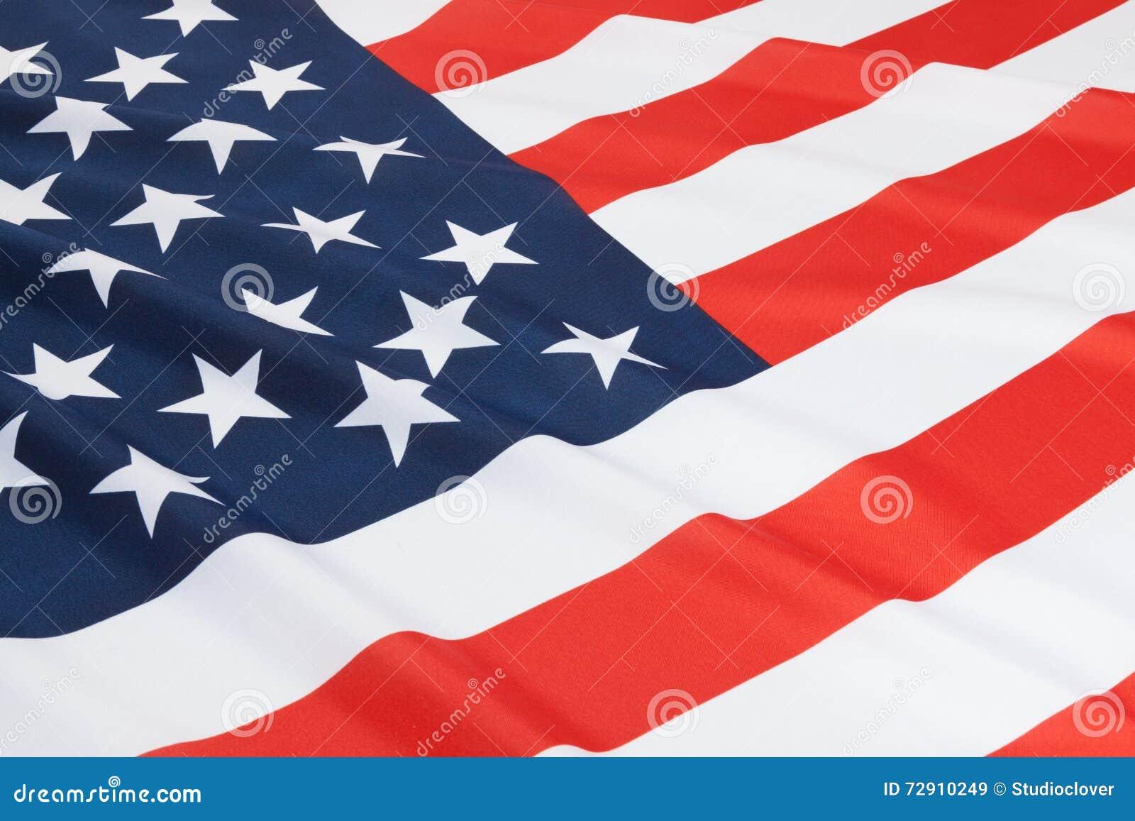 Stäng sig upp skottet av rufsade nationsflaggor - Förenta staterna