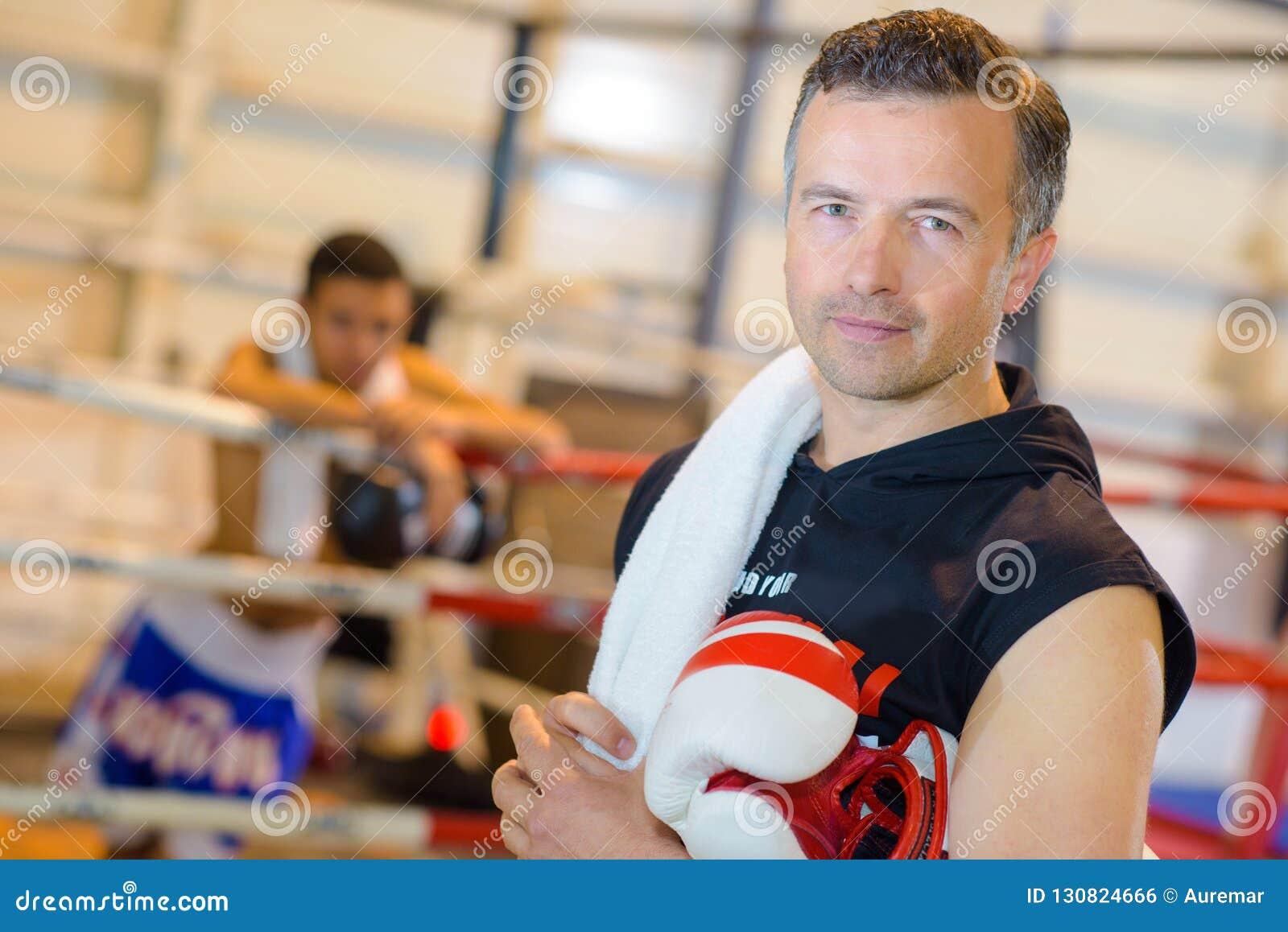 Stående av boxninglagledaren