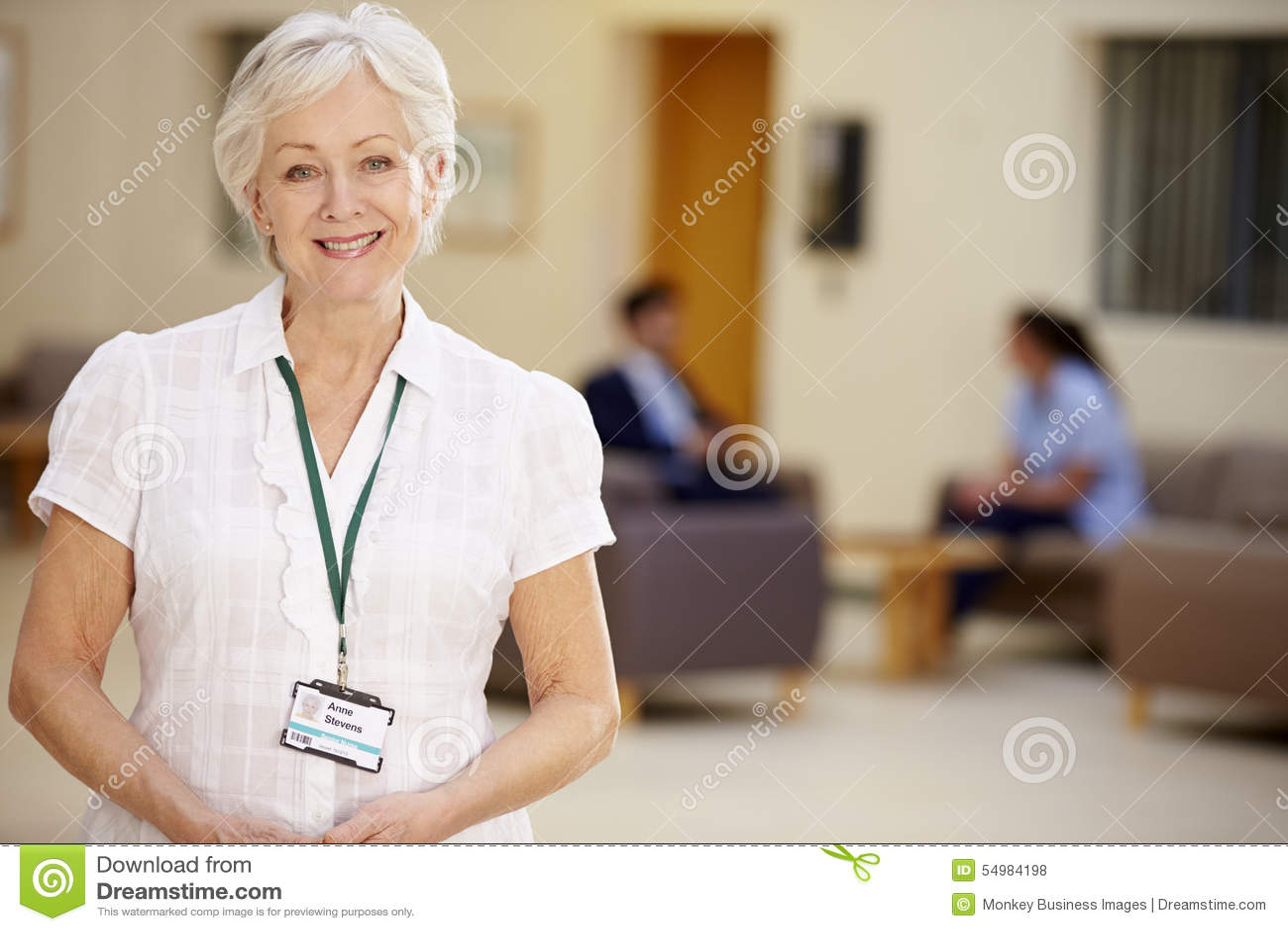 Stående av den kvinnliga konsulenten In Hospital Reception
