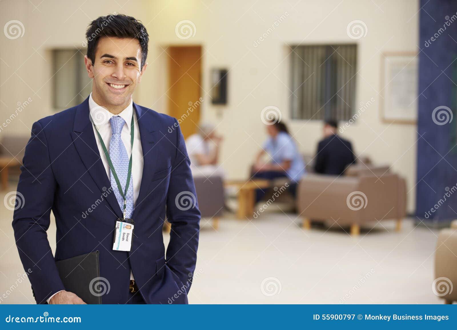 Stående av den manliga konsulenten In Hospital Reception