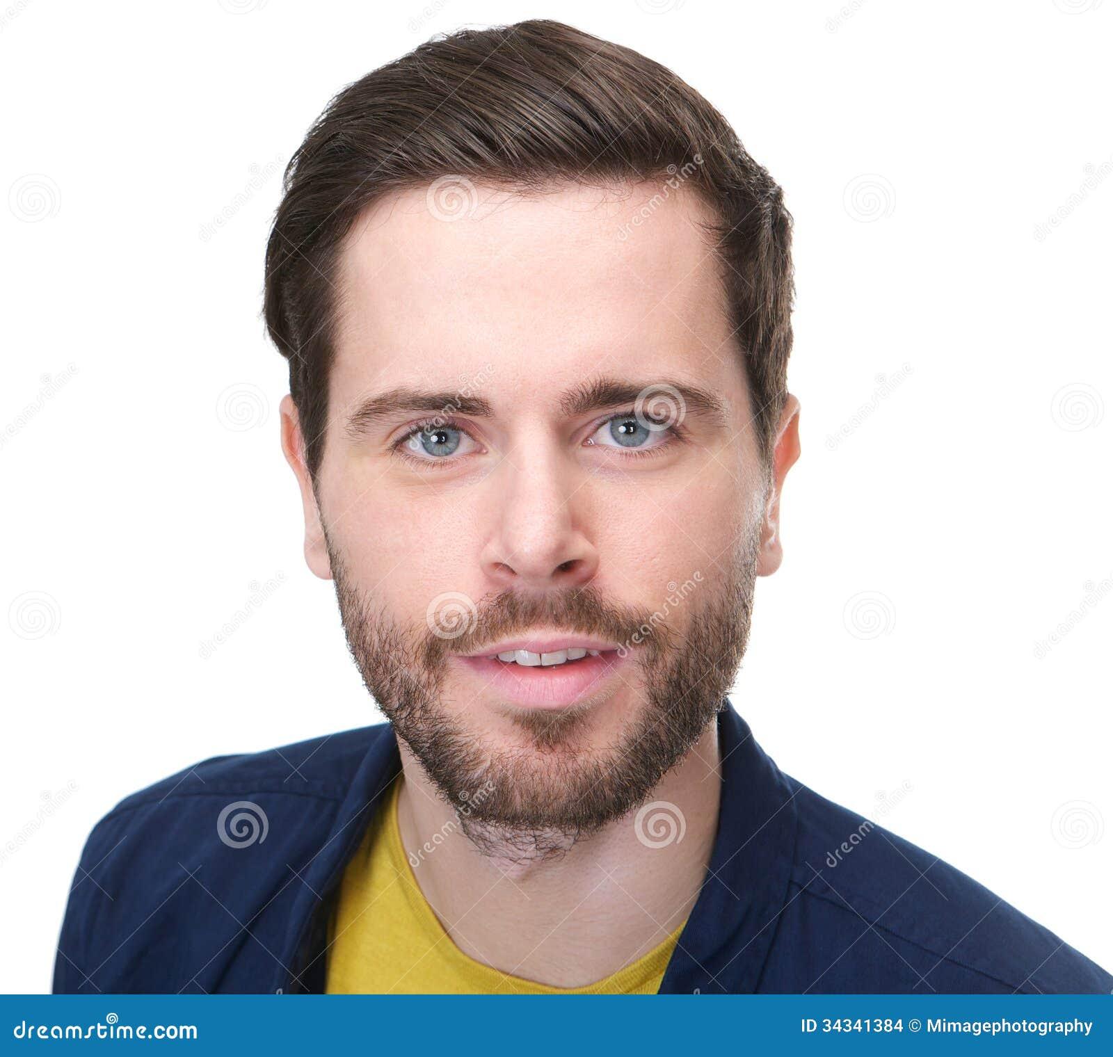 Stående av en attraktiv man med skägget som ser kameran