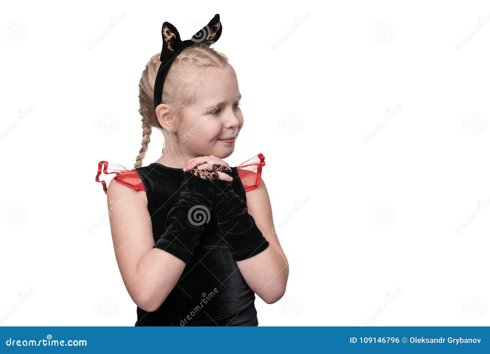 Stående av en gullig kattflicka