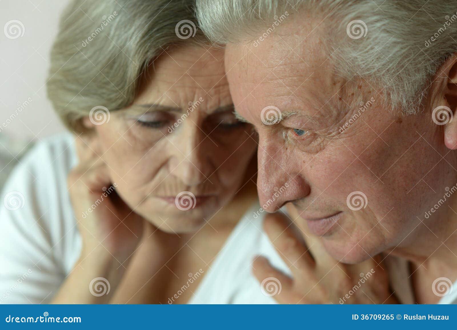 Stående av ett äldre par