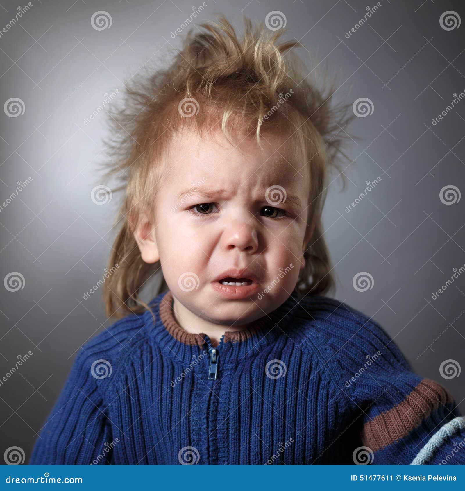 Stående av ett frustrerat barn