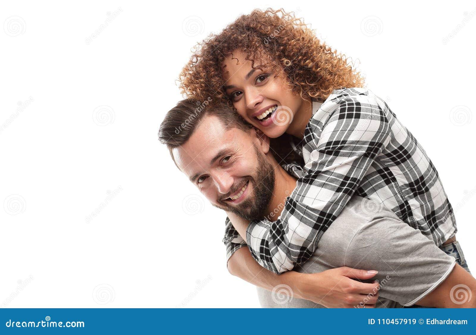 Stående av ett gladlynt och lyckligt gift par