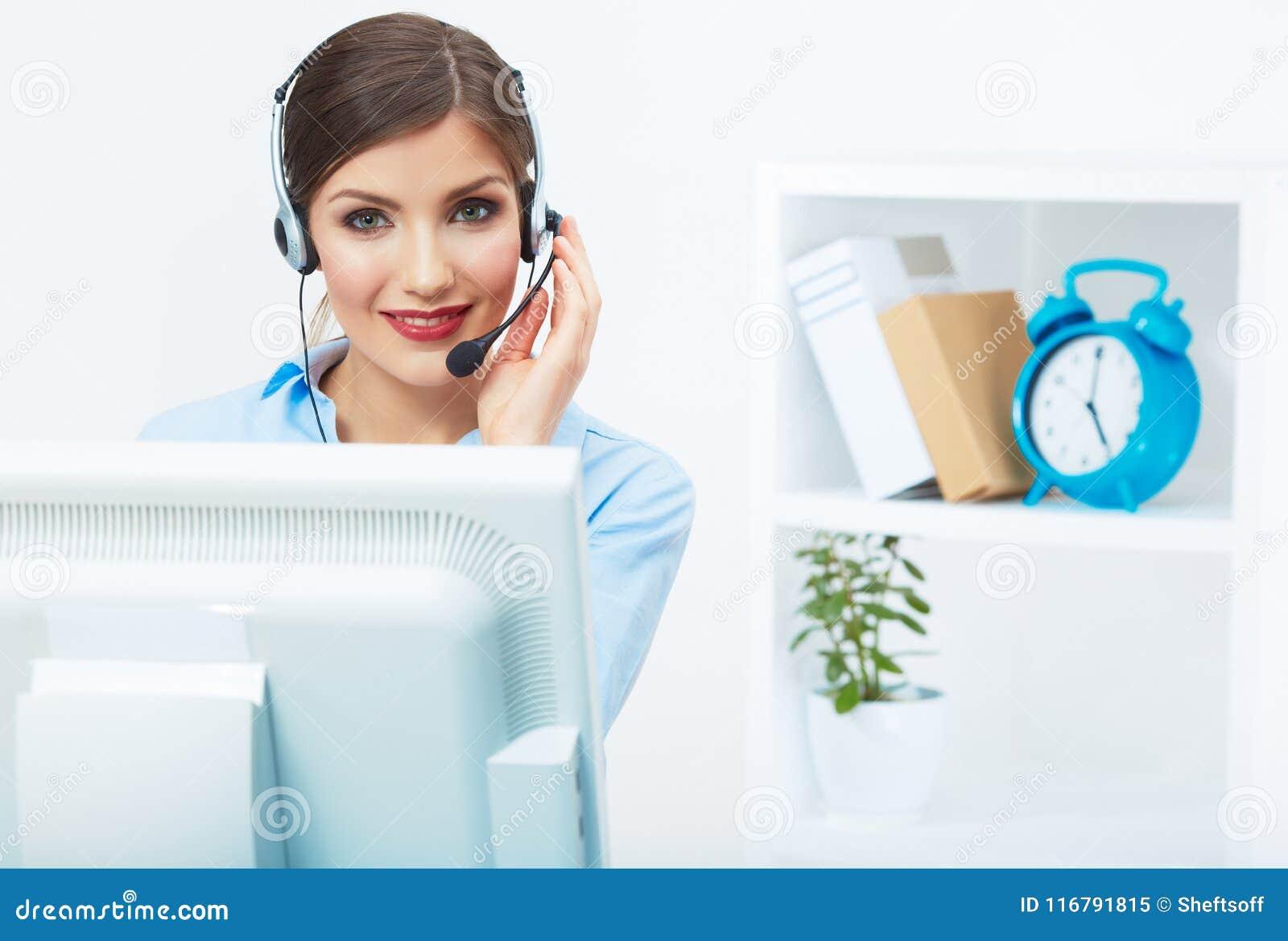 Stående av kvinnakundtjänstarbetaren, le för appellmitt