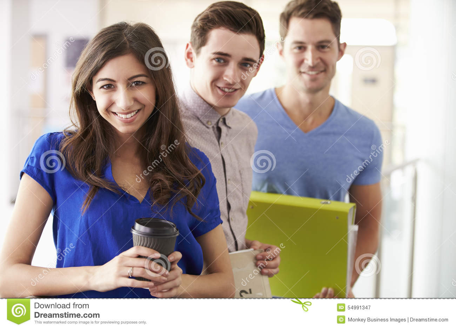 Stående av universitetsstudenter på vidareutbildningkurs
