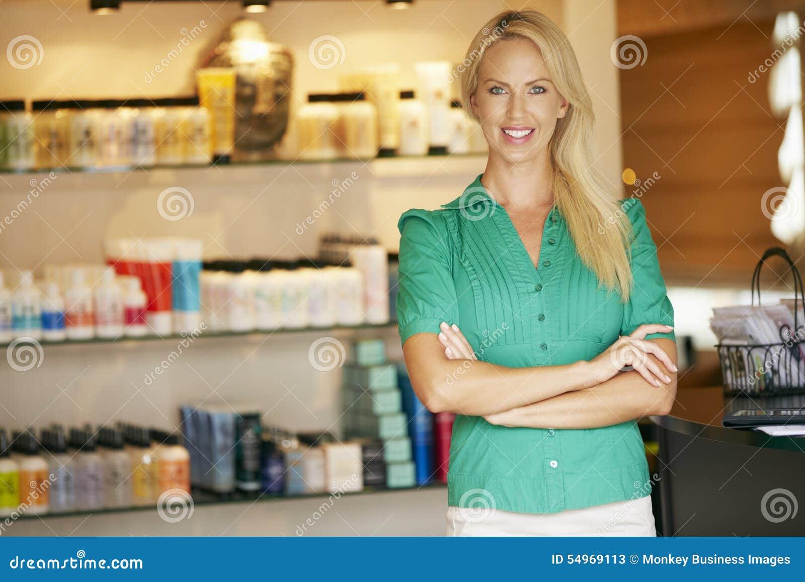 Ståendeskönhetsprodukten shoppar chefen