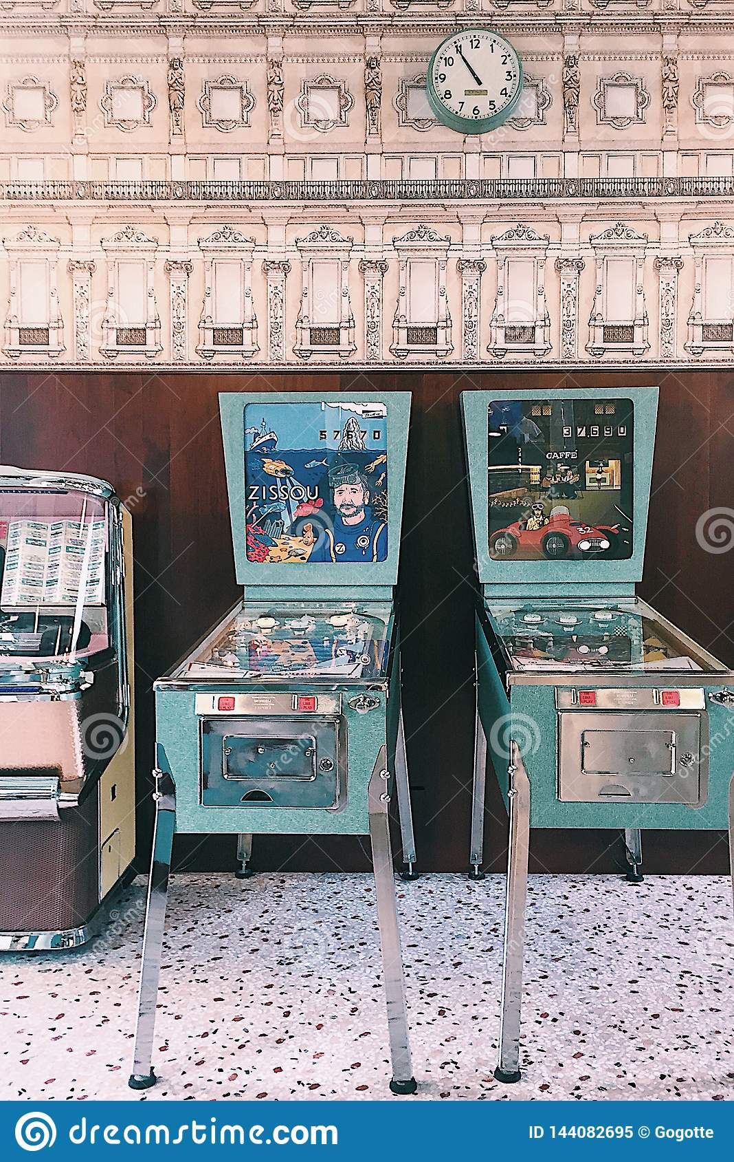 Stång Luce, Prada fundament, Milan