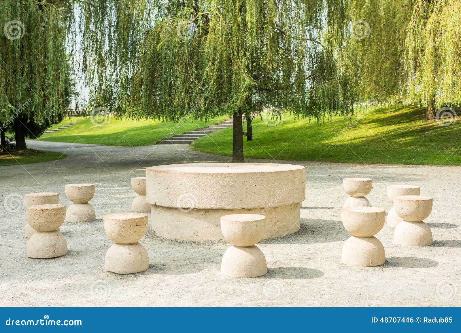 Stół cisza
