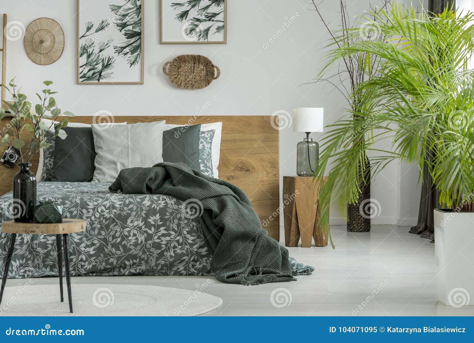 Stół I Rośliny W Sypialni Obraz Stock Obraz Złożonej Z