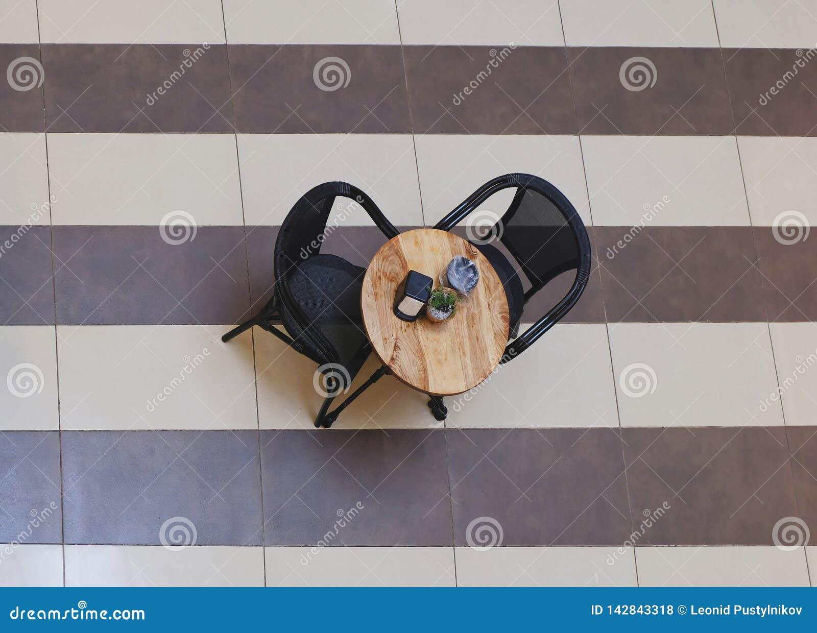 Stół w kawiarni w centrum handlowym