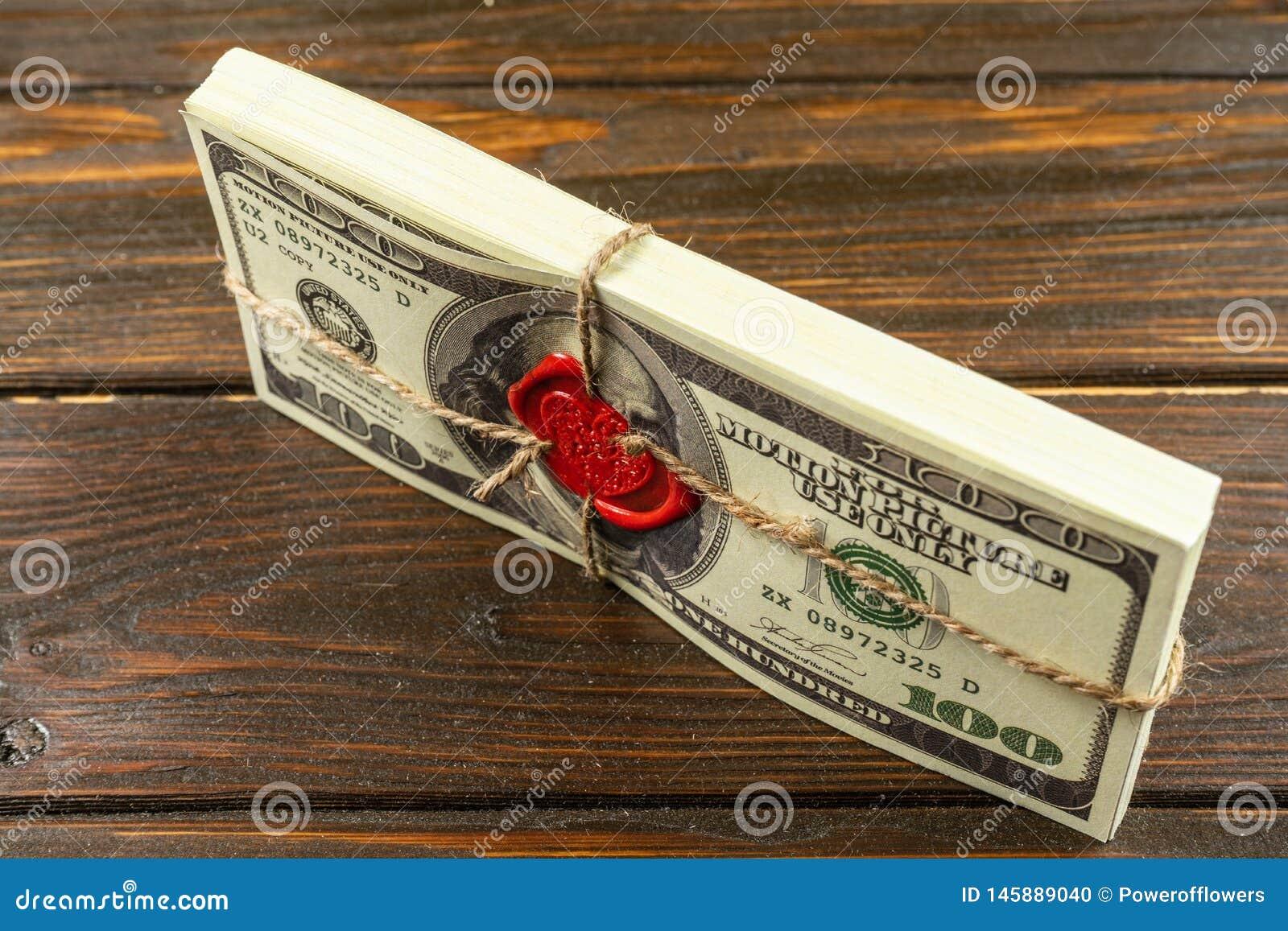 Stöttapengardollar Gammal stil för fullt tryck dollar f?r 100 bills Förseglad tegelsten med lacket och repet