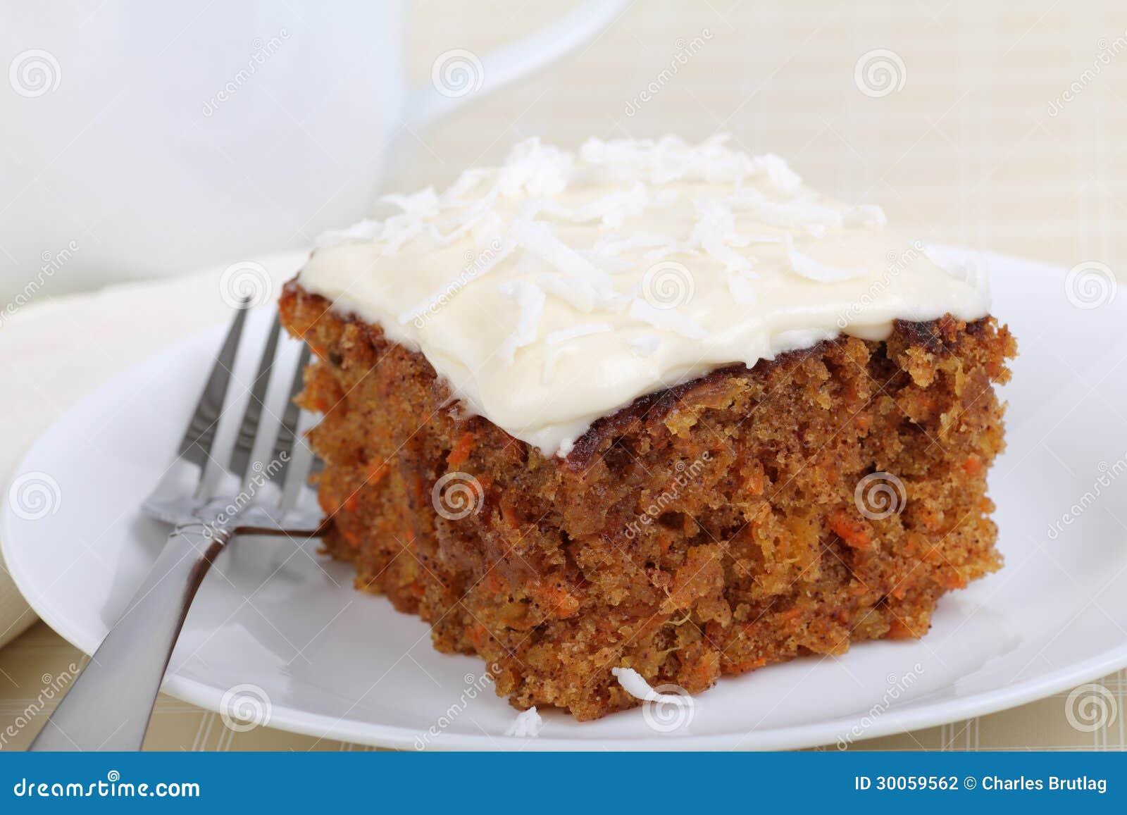 Stück des Karottenkuchens