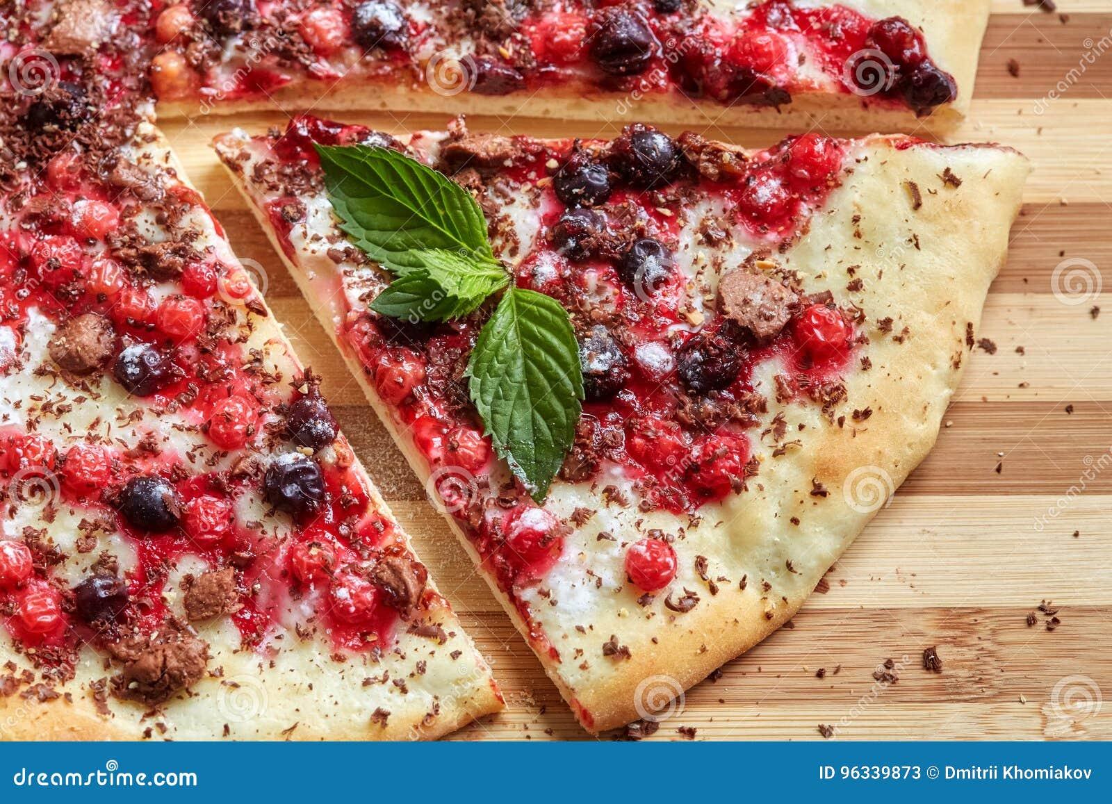Stuck Susse Pizza Mit Korinthe Roter Johannisbeere Minze Und