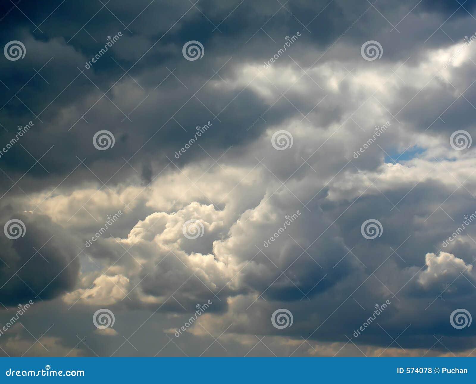 Stürmische Wolken