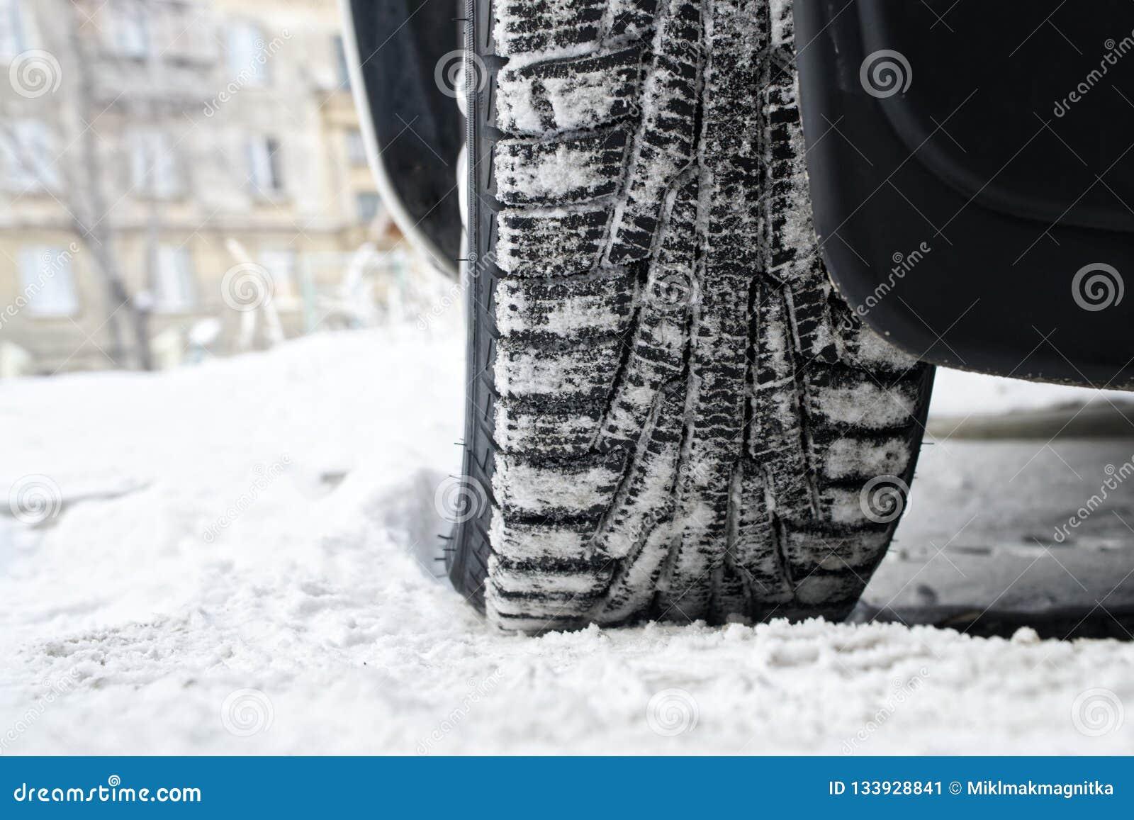 Stąpanie zimy samochodowe opony z liposystem sejf kierowcy