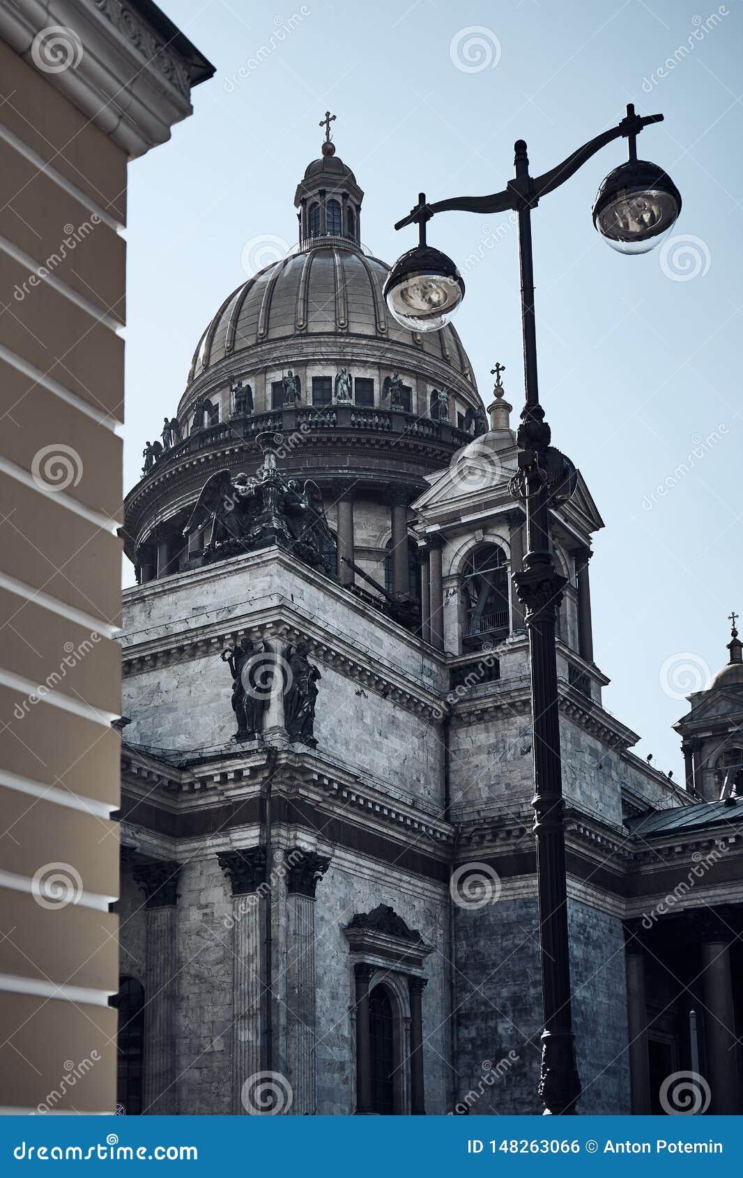 St以撒的大教堂 E ?? 从角落的看法