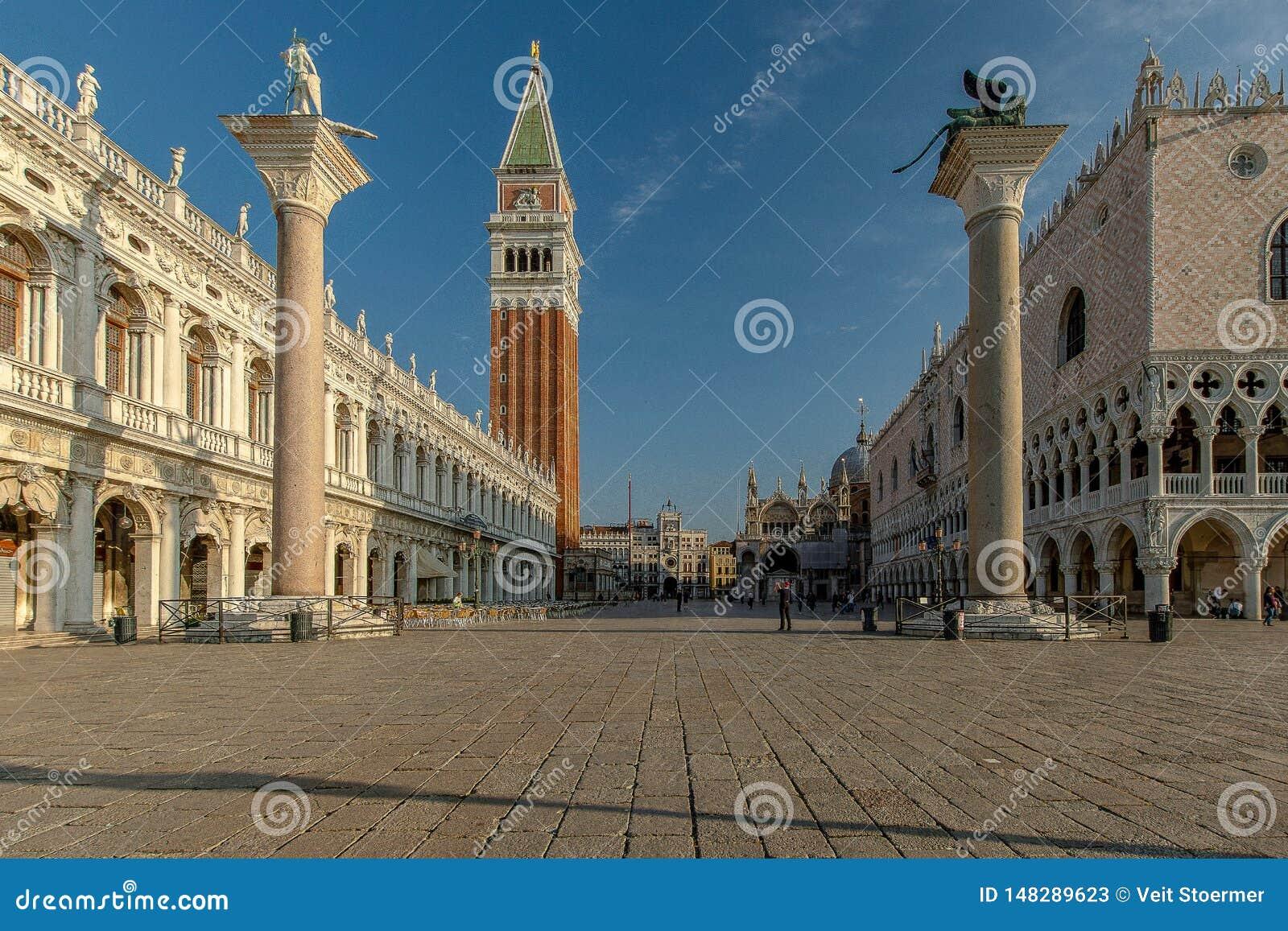 St отметит квадрат в Венеции