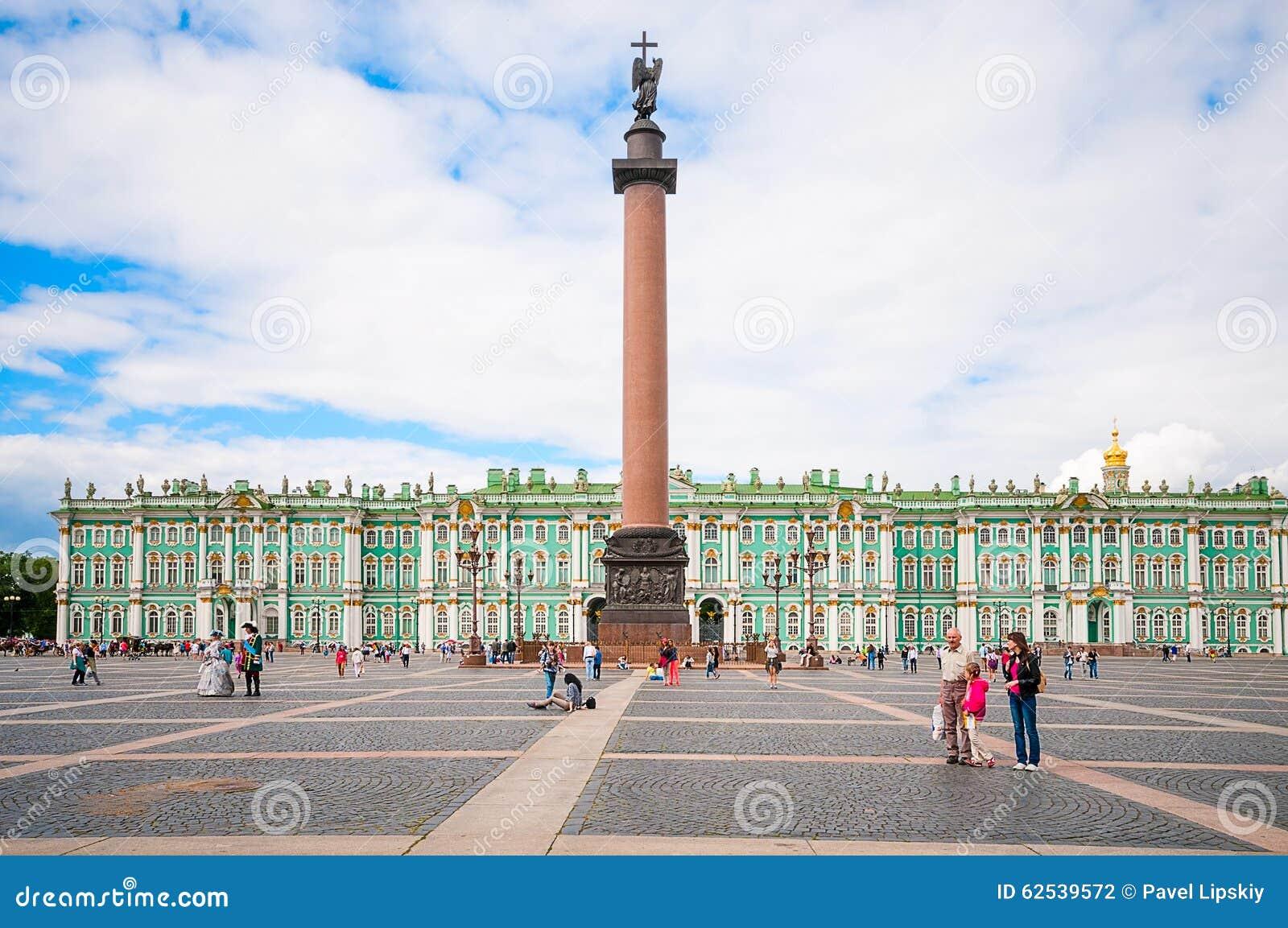 ST 彼得斯堡,俄罗斯- 2015年7月26日:在勃拉的亚历山大专栏