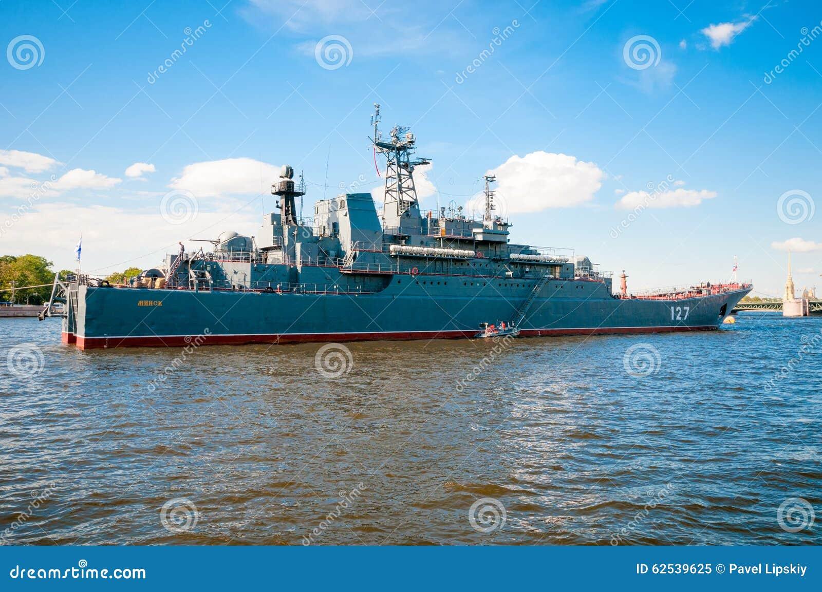 ST 彼得斯堡,俄罗斯- 2015年7月26日:大登陆艇
