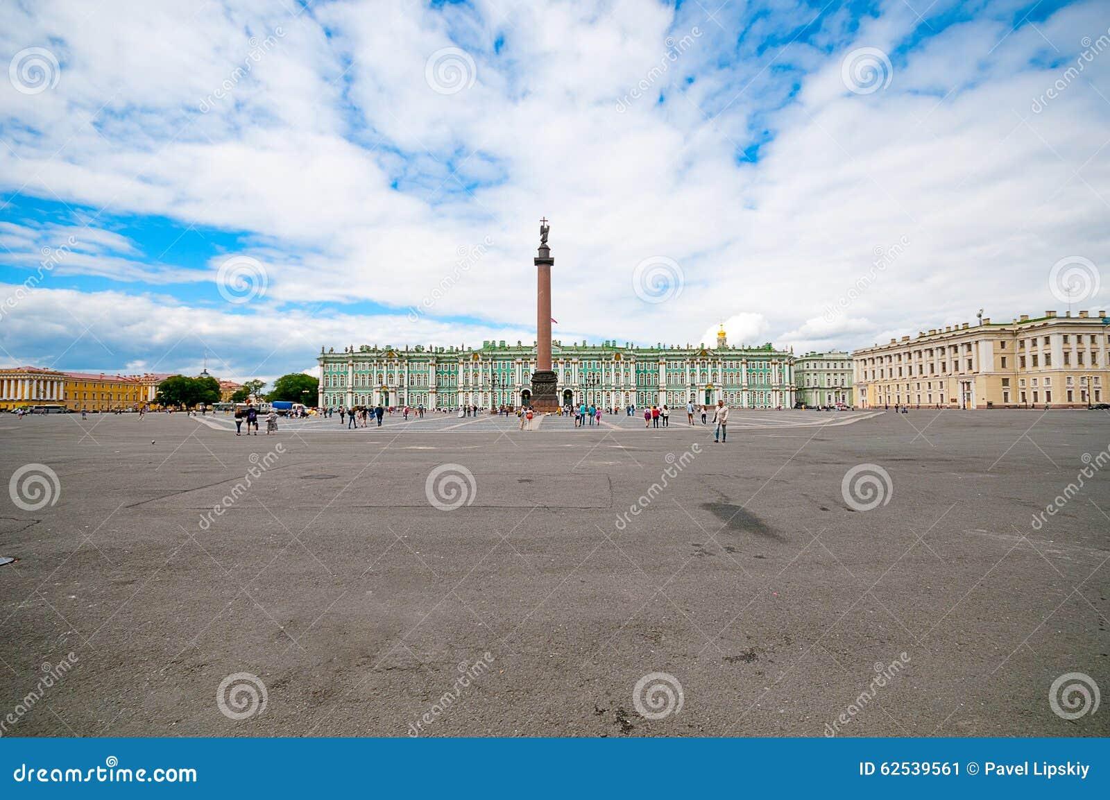 ST 彼得斯堡,俄罗斯- 2015年7月26日:宫殿Squar全景