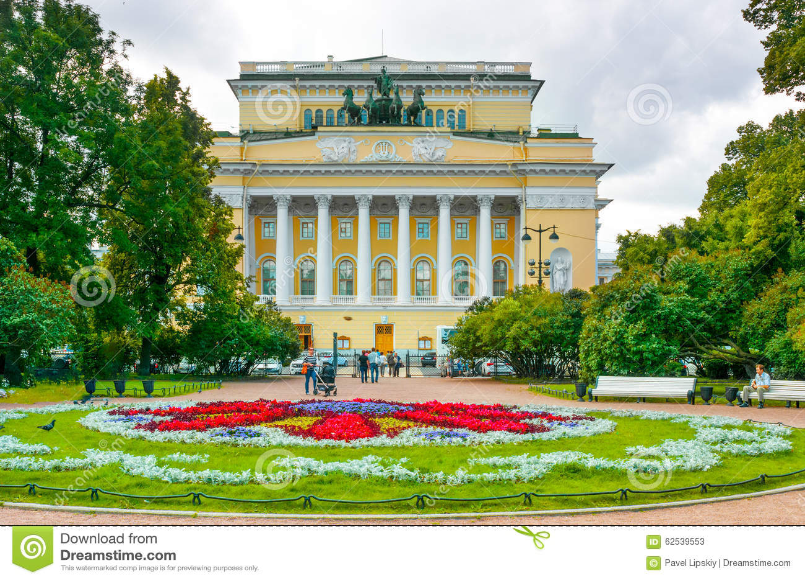 ST 彼得斯堡,俄罗斯- 2015年7月26日:Alexandrinsky (普希金)