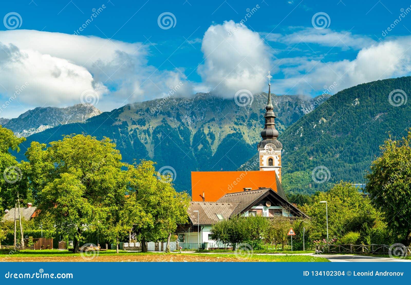 St Andrew Church nel villaggio di Mosnje, Slovenia
