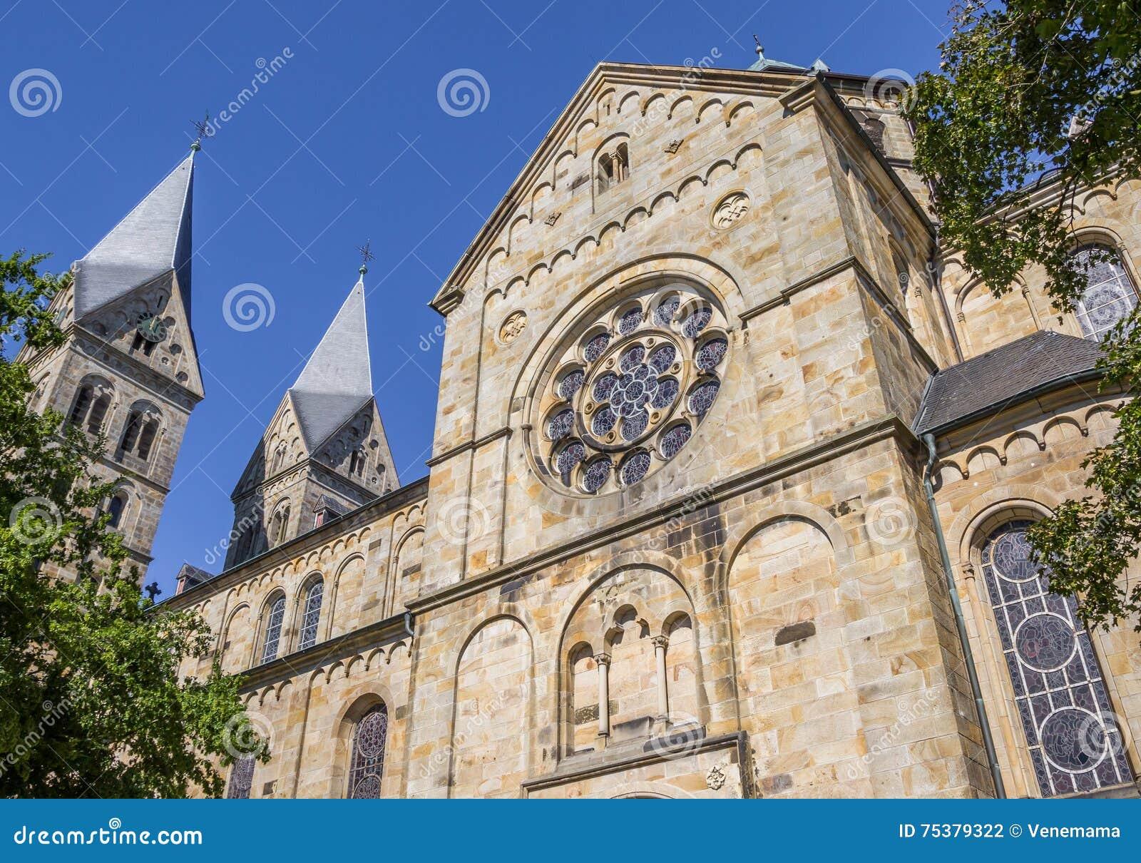St Anna kerk met twee torens in Neuenkirchen